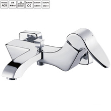 Robinets sanitaires de salle de bains avec l'emballage d'OEM