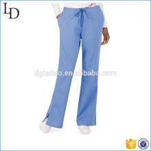 Las mujeres clásicas modernas friegan el diseño utilitario de los pantalones de los scrubs del cargo