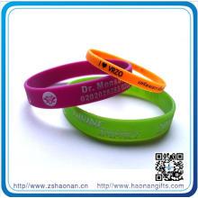 Les bracelets de silicone respectueux de l'environnement de 10 ans brillent dans le bracelet de Slicone foncé