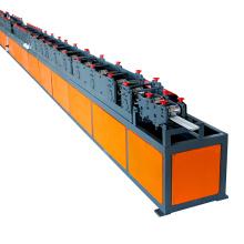 PU-Sandwich-Rollenfensterladen-Maschinenrollladenlatte, die Maschinenrollladenmaschine bildet