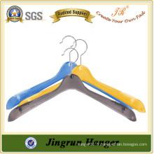 Porte-vêtements en plastique coloré