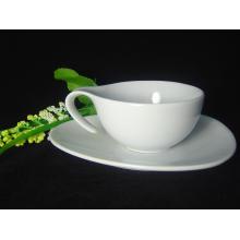 Фарфоровая чашка для кофе с специальной ручкой