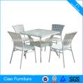 Местах общественного питания белый ротанга обеденный стол и стул