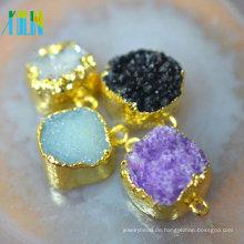 Natürlicher Freiform-Anhänger aus Rohdiamant mit Gold-Galvano-Kante