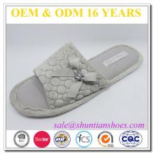 Jolie patte de chaussure TPR en coton à pied ouvert et décorée à plat