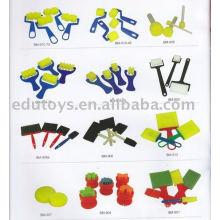 El arte popular de los niños y la escultura del cepillo del arte empaquetan el juguete barato de los niños de la fuente de la escuela