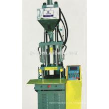 Enchufe de PVC en máquina de moldeo por inyección