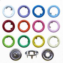 Διάφορα χρώματα δαχτυλίδι Snap κουμπί για τα μωρά που φορούν