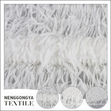 Fábrica fornecedor beatuiful poliéster malha branca chiffon tecido com borla