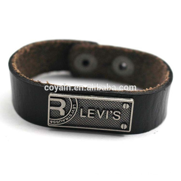 Fertigen Sie gravierte Legierungs-Umbau-Verpackungs-Leder-Armband-Großverkauf besonders an