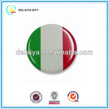 The Italy flag tin badge