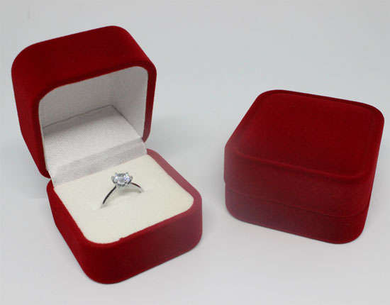 Luxury velvet wedding ring packaging box