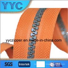 Venta caliente plástico cremallera rodillo de lujo de plástico de cremallera cadena larga