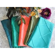 wholesale premium 100% polyester round pintuck taffeta table cloth