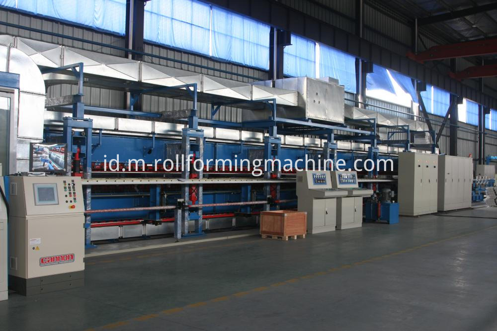 Polyurethane sandwich panel machine