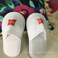 Non-woven fabric border print logo cheap disposable hotel indoor slipper