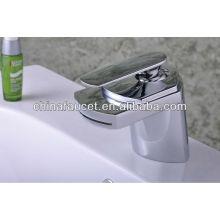 Qh0701 con grifería de cascada Widly Spout Modern para baño