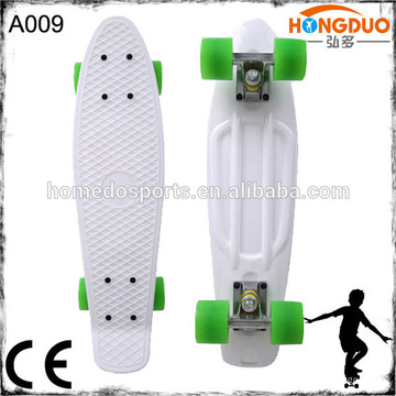 Buntes Plastik-Skateboard mit kundengebundenem Logo