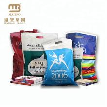 Kundenspezifisches Design-Logo, das PE preiswerte gestempelschnittene Flecken-Griff-biologisch abbaubare Einkaufsplastiktasche druckt