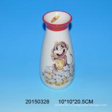 Прекрасная керамическая ваза для цветов обезьян