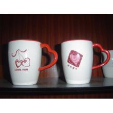 Кружка из керамики с сердечком в форме ручки