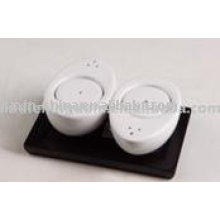 Set de sal y pimienta de porcelana de color blanco con bandeja JX-SP517