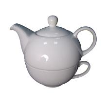 Pote de chá e copos de porcelana