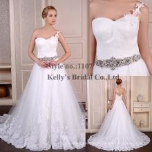 2015 Real romantische weiße Spitze One-Schulter Brautkleid mit Diamant