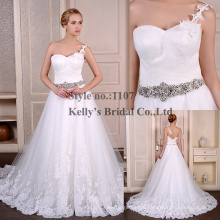 2015 Real Romantic White Lace One-shoulder Bridal Gown With Diamond