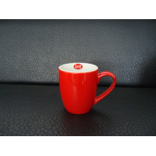 Keramikbecher aus Keramik. Keramische Kaffeetasse