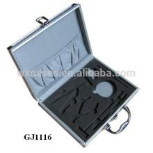 boîte à outils en aluminium solide avec mousse personnalisée insert sur le fond de boîtier