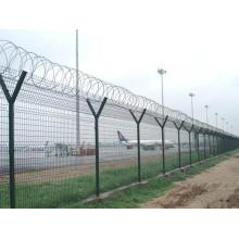 Y poste de alambre de púas cerca del aeropuerto (YB-cerca1)