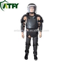 Policías y militares anti casco antidisturbios protector corporal cuerpo antidisturbios