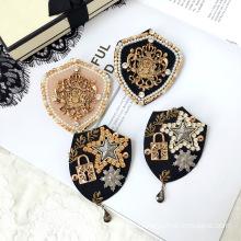 Vintage Shield Brooch for Women Girl Coat Apparel Accessories Zircon Euro American Badge Fashion Jewelry Handmade Wholesale Gift