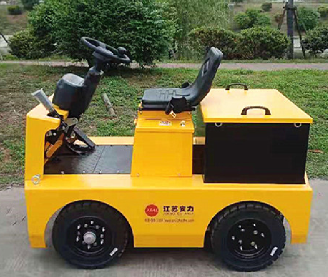 Four Wheel Tow Tractor