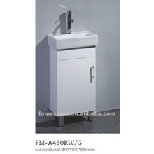 Шкаф для ванной комнаты малого размера