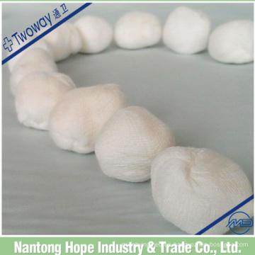 bola de gasa de algodón médica en bulto
