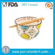 Flor que imprime el tazón de fuente coreano de los tallarines con los palillos