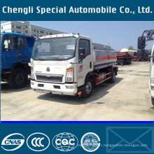 9000liters HOWO 4 X 2 Left Hand Drive carburant remplissage camion