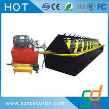 folding hydraulic road blocker for parking