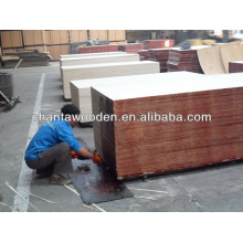 Linyi fábrica com filme fenólico real enfrentou madeira compensada