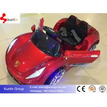 Montar en coche de bebé con batería con 12V parpadear ruedas puerta abierta
