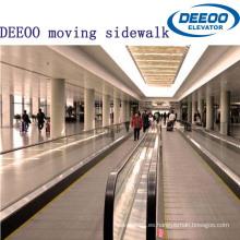 Transporte público de pasajeros en el aeropuerto Movimiento en la acera de Convery