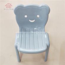 Cadeira infantil de plástico com encosto empilhável