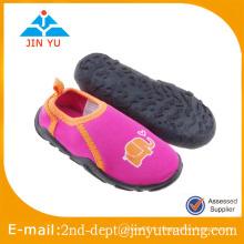 Vente en gros marche sur les chaussures d'eau