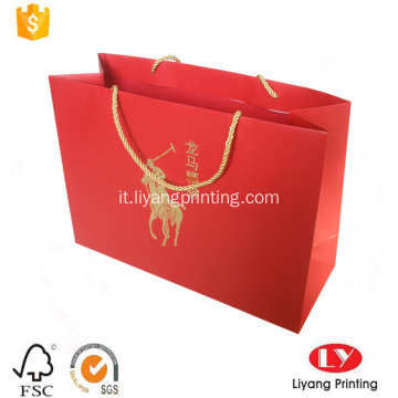 Shopping bag di carta rossa con manico in oro