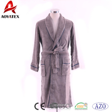 Hersteller liefern 100% Polyester Flanell Fleece braunen Mann Bademantel mit Rohrleitungen