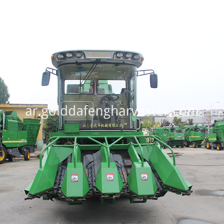 4 Rows Corn Harvester 02