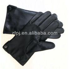 Los hombres visten los guantes de cuero lahore