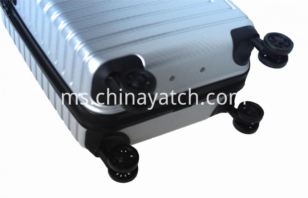 Suitcase With Anti Scratch Function